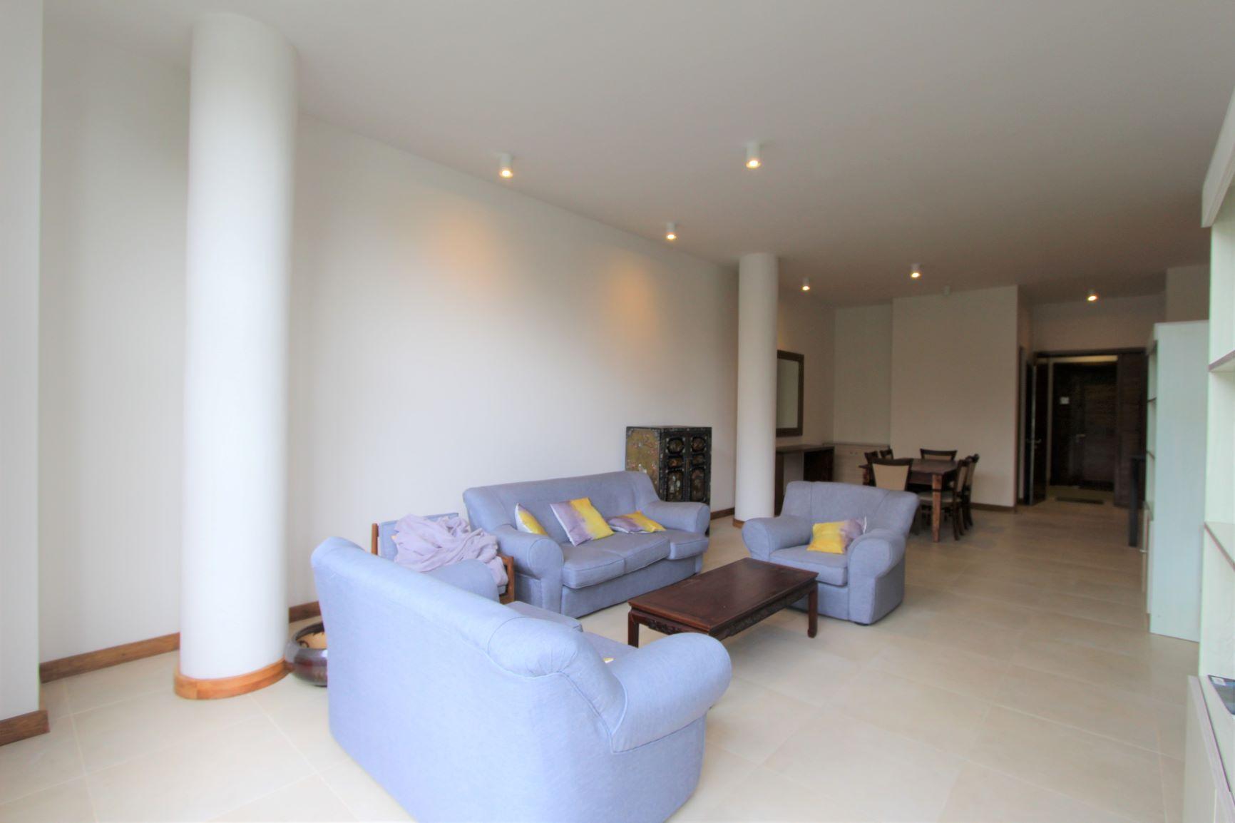 Floréal, Lustrous apartment