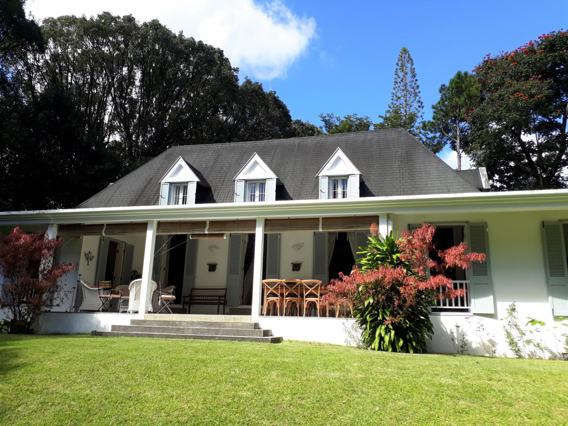 FLOREAL- Colonial style house on a plot of 60 perches
